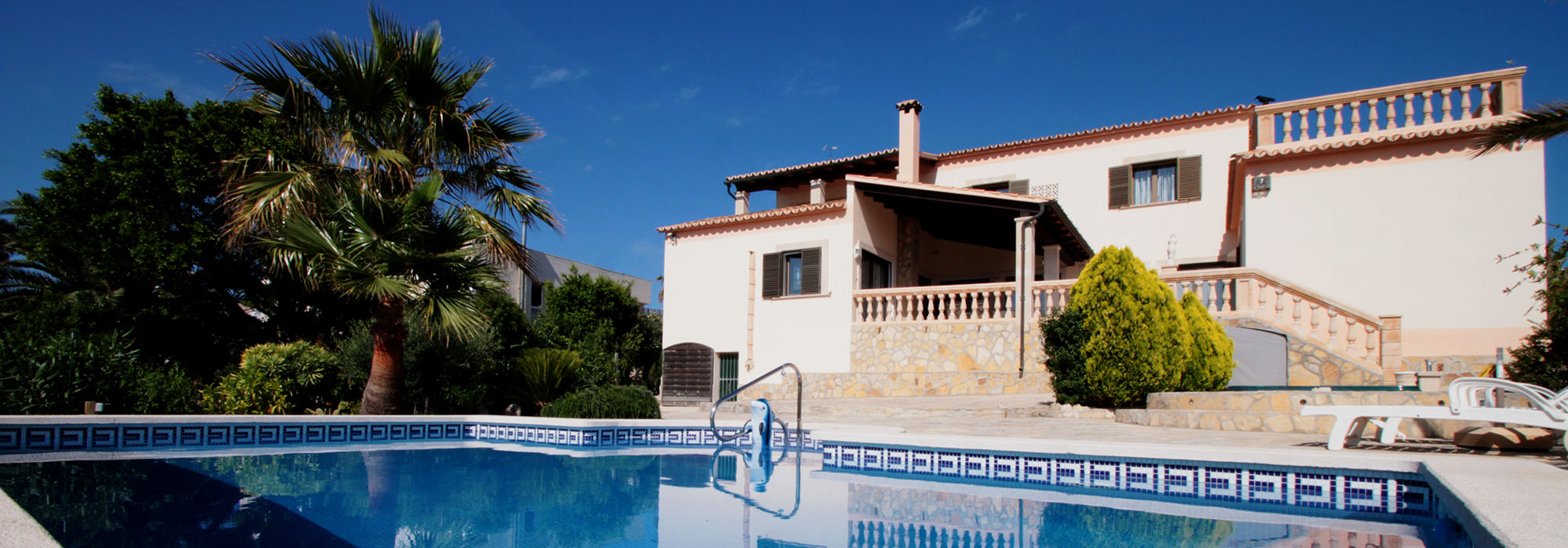 Villa with pool in a prime location with sea and panoramic views