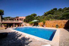 LOM0014-04 Pool mit Terrasse