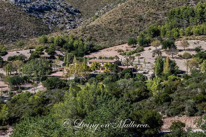 LOM0015-25 Ansicht Anwesen
