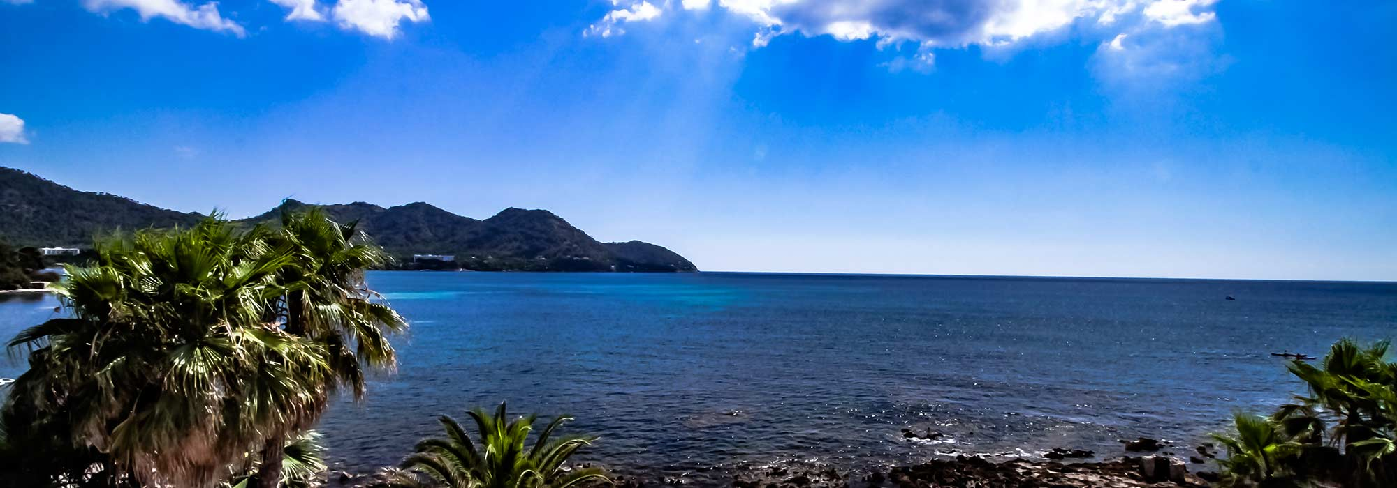 Generous villa in first sea line with own access to the sea in Cala Bona