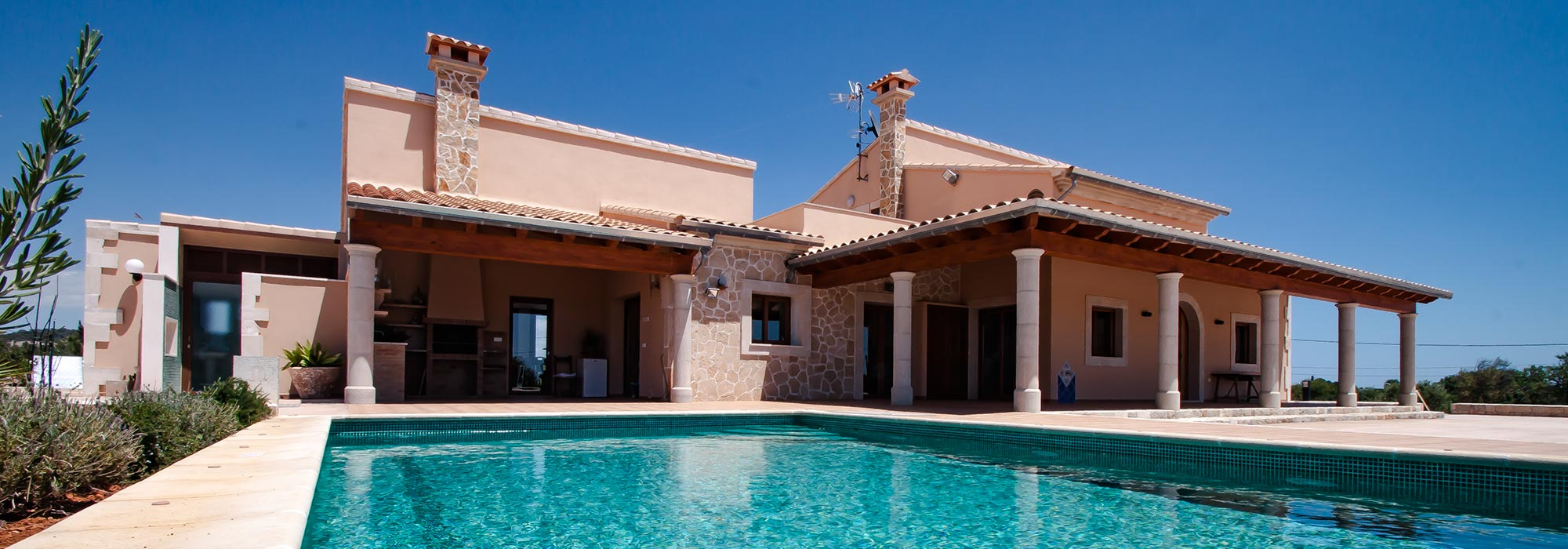 Brand new finca with pool, partially natural stone cladding, in a quiet location with sea views close to Calonge