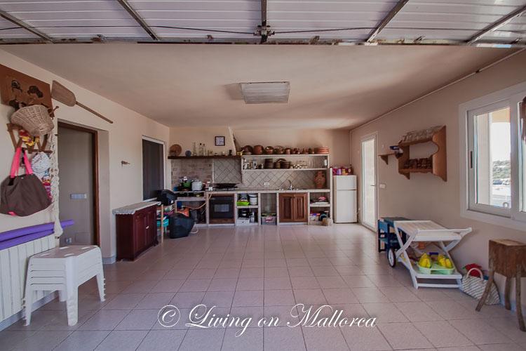 LOMLV0017-18 Garage with summer kitchen - livingonmallorca.com