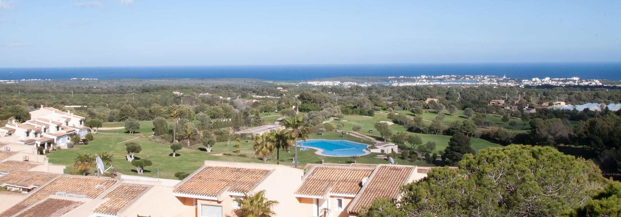 Terraced house on the golf course Vall D'Or Golf near Porto Colom with picturesque sea views