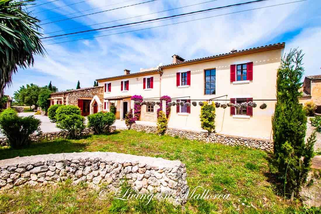 Typical Finca, refurbished with taste and care, with pool near Felanitx on Mallorca