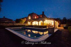 LOM0052-04 Pool und Finca bei Nacht