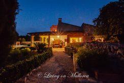 LOM0052-30 Garten und Finca bei Nacht
