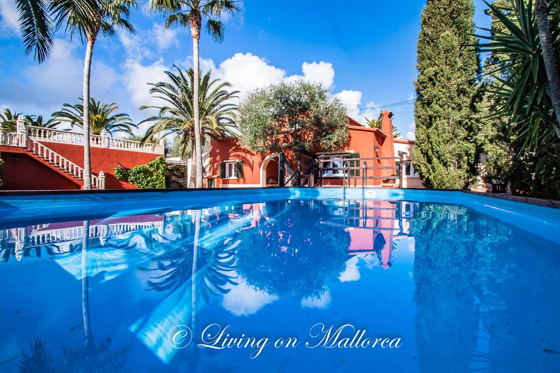 Villa with pool, separate apartment and rental license in Cala Murada, close to the sea