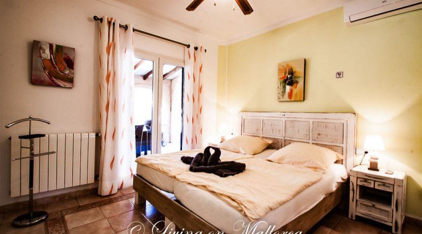 LOM0059-16 Schlafzimmer Erdgeschoß